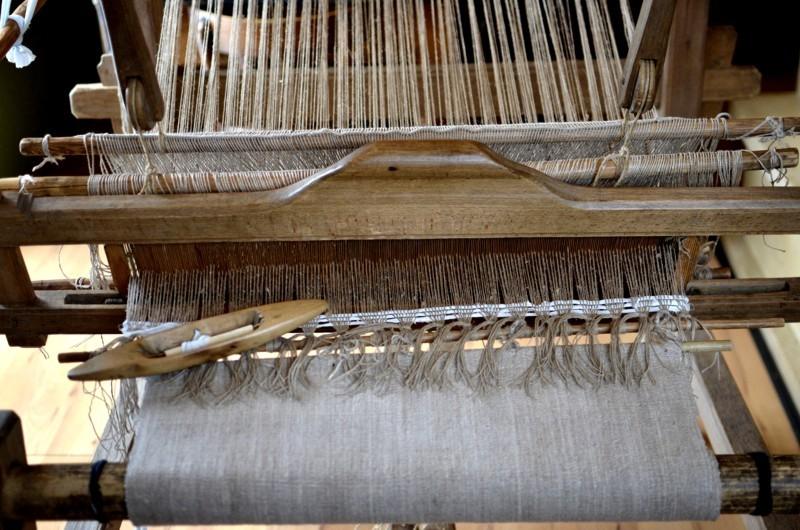 domek tkaczki krosna przygotowane do pracy